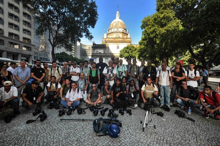 Repórteres cinematográficos e fotográficos homenageiam colega Santiago Andrade, morto durante manifestação no Rio de Janeiro. Foto: Fernando Frazão/Agência Brasil