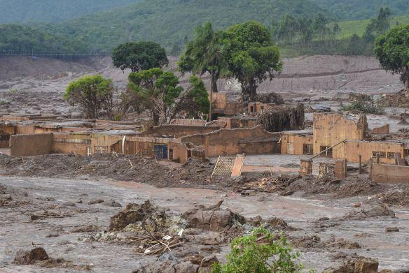 Mariana (MG) - Distrito de Bento Rodrigues, em Mariana (MG), atingido pelo rompimento de duas barragens de rejeitos da mineradora Samarco.  Foto: Antonio Cruz/Agência Brasil